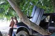 Joaquin y Edwin, tarde de mates en alguna playa del caribe (img )