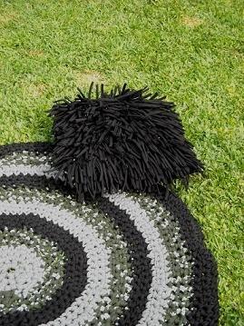 Almohadón y alfombra