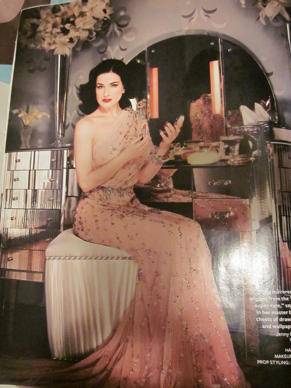 Dita Von Teese House Outside The Image