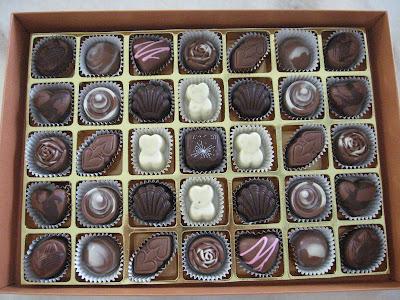 buat coklat dengan filling ganache strawberry dan coklat coklat ...