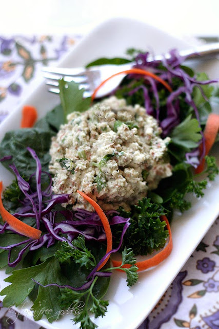 Almond salad makes a lovely replacement for tuna salad in a vegan diet 