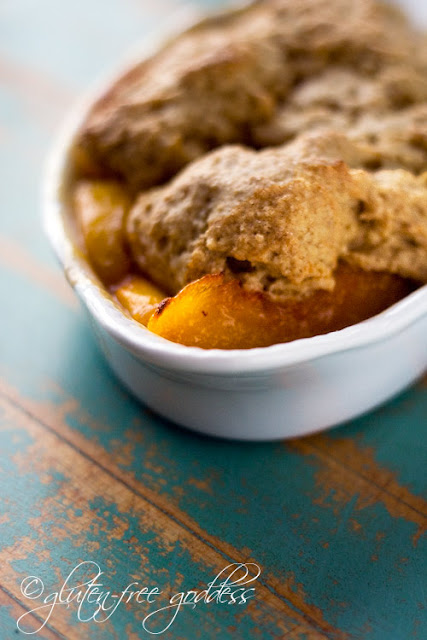 A new gluten free cobbler recipe made with juicy ripe peaches