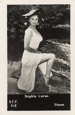 young sophia loren white dress bare legs