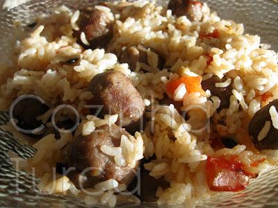Pilaf de Arroz com Kaftas e Legumes Salteados (Saray Pilavı)