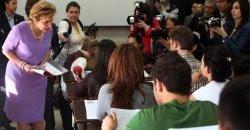 Maria Cavaco Silva assistiu a aula de Português na Universidade de Ancara