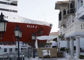 Navio encalhou em Istambul