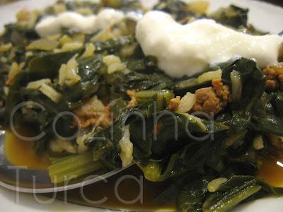 Acelgas com Carne Picada (Kıymalı Pazı Yemeği)