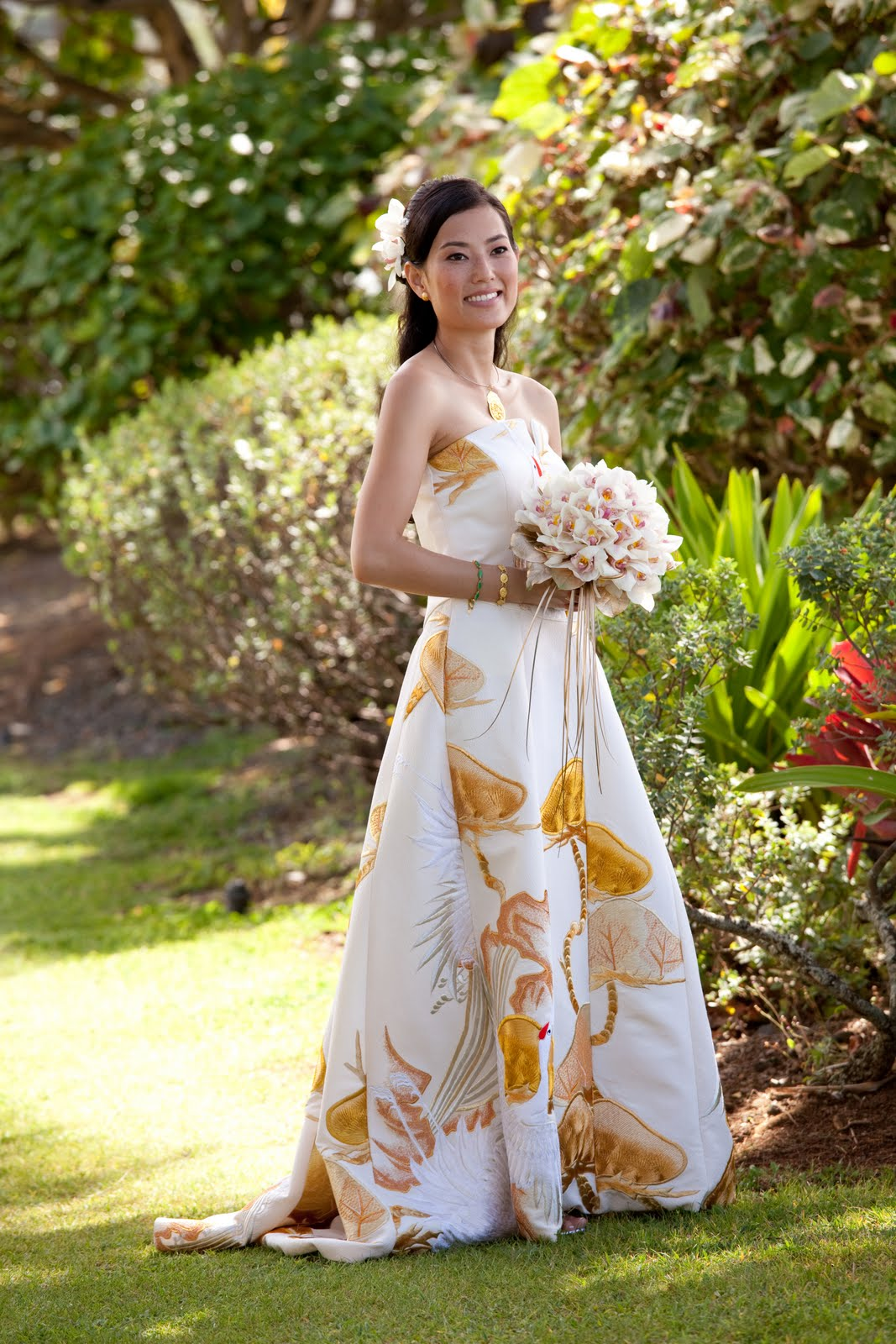 neu events\' Blog for The Knot\'s Hawaii site: One-of-a-Kind Wedding Gown