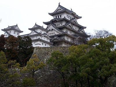Der fünfstöckige Hauptturm der Burg von Himeji