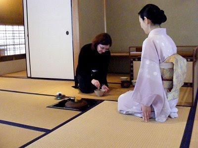 Teilnahme an einer Teezeremonie; ratet, wer von uns beiden das länger macht! ;-)