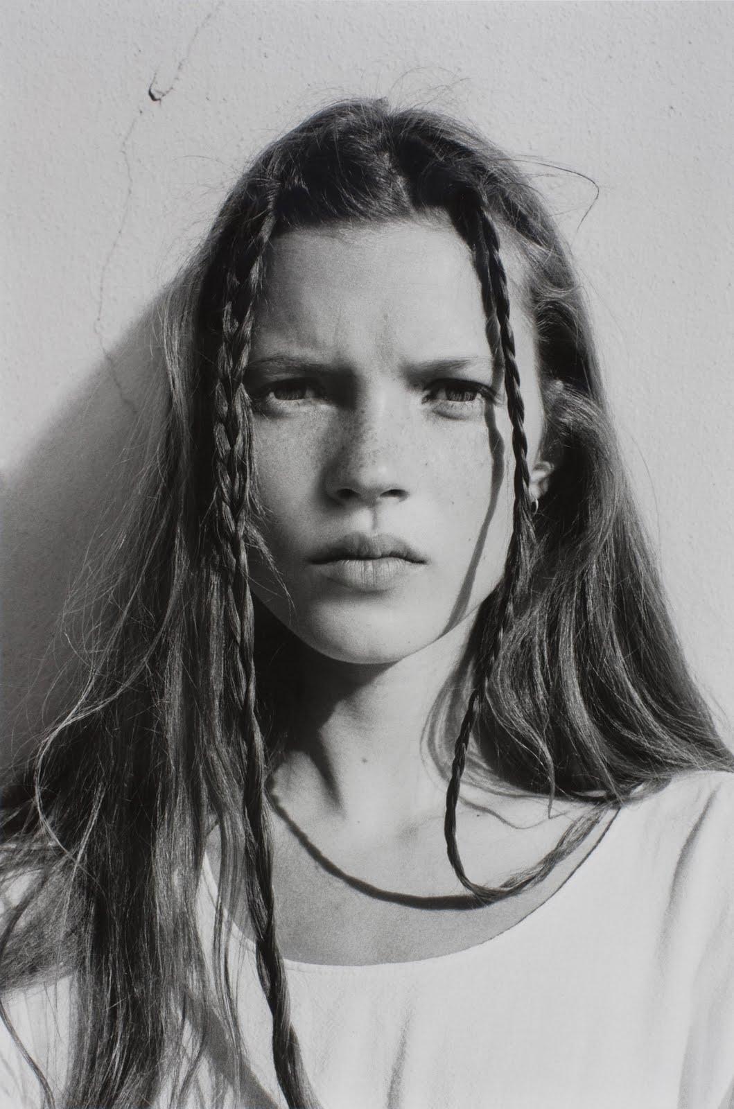http://3.bp.blogspot.com/_PfEDx0AaRxg/TTnOYc9GivI/AAAAAAAAA7Q/kOUJSHdE_Ow/s1600/Corinne-Day-Kate-Moss-1989.jpg
