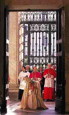 Pope John Paul II opens Holy Doors