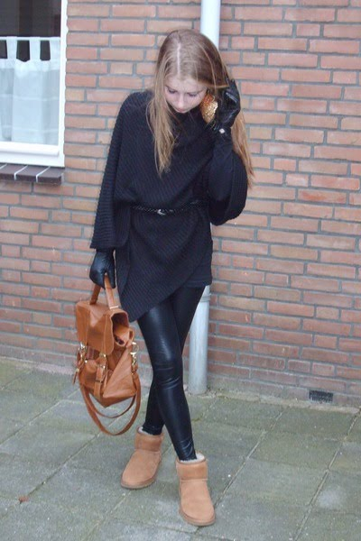 Brown Uggs With Black Leggings
