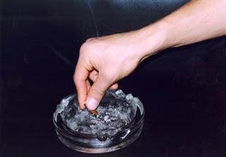 apaga el cigarrillo