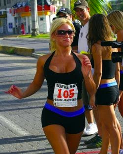 The goals to meet the carrot top and the beer belly ideally the carrot is a runner that keeps a pace just above where you want to be httpelitefeetrunning behind a carrot m4hsunfo