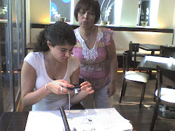 Lic. Constanza Daher ( presentadora) y Lic. María del C. Moraleda (Psicóloga)