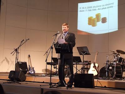 Mgr. Petr Šenfeld hovoří o mimořádné sbírce na oddlužení sborového domu