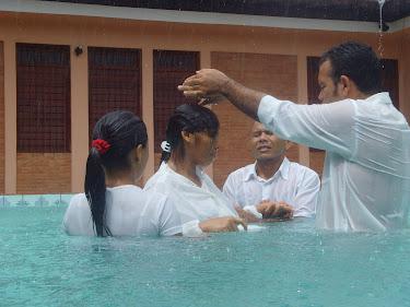 """""""E os que ouviram foram batizados em nome do Senhor Jesus.""""  (Atos 19 : 5)"""