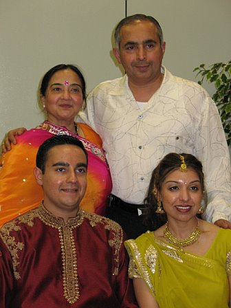 [sopan+dandiya+family+pic.jpg]