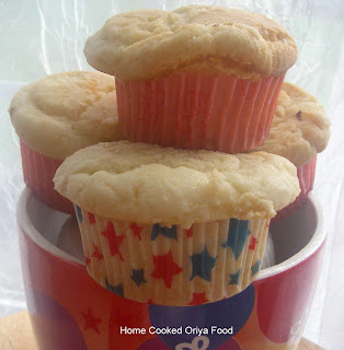 easy breezy egg-less white cup cakes