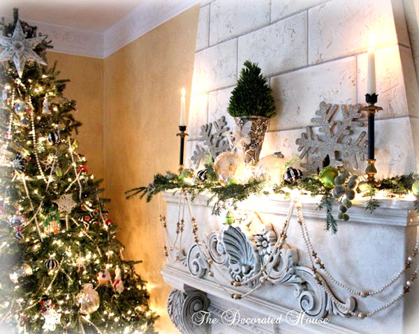 christmas mantel 2009 white black with silver lime green - Green And Silver Christmas Decorations