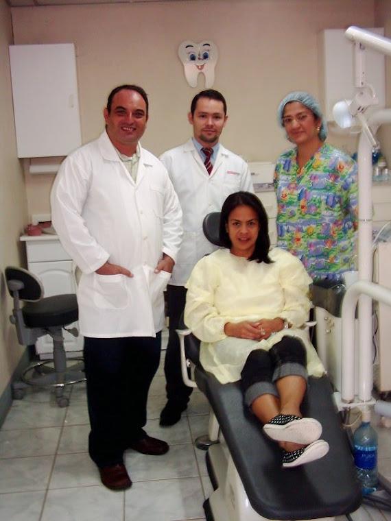 Trabajo en Equipo en Cirugia de Implantes.