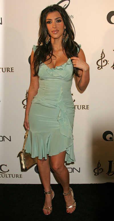 http://3.bp.blogspot.com/_Psp7oa_5vm4/TEbTuOqe6TI/AAAAAAAAAKY/62ZK9euuCcc/s1600/kim-kardashian-green-dress.jpg