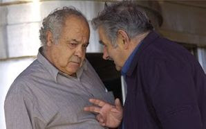 http://3.bp.blogspot.com/_PtA2hTIwzbw/SRQvQfN7iWI/AAAAAAAAAMw/AsxREDv7aRU/s400/Fern%C3%A1ndez+Huidobro+y+Jos%C3%A9+Mujica.jpg