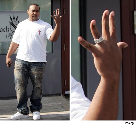 CANDID Timbaland Shows off his wedding ring H Blus Word