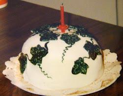 IVY CHRISTMAS CAKE