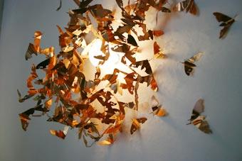 http://3.bp.blogspot.com/_PuoJ2BG8mkc/Sn1HORtm6VI/AAAAAAAAAxc/0XvJq4AZYok/s600/Moths+attracted+to+a+light+source.jpg