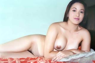 yang telanjang bulat diatas kasur gadis sexy indonesia telanjang