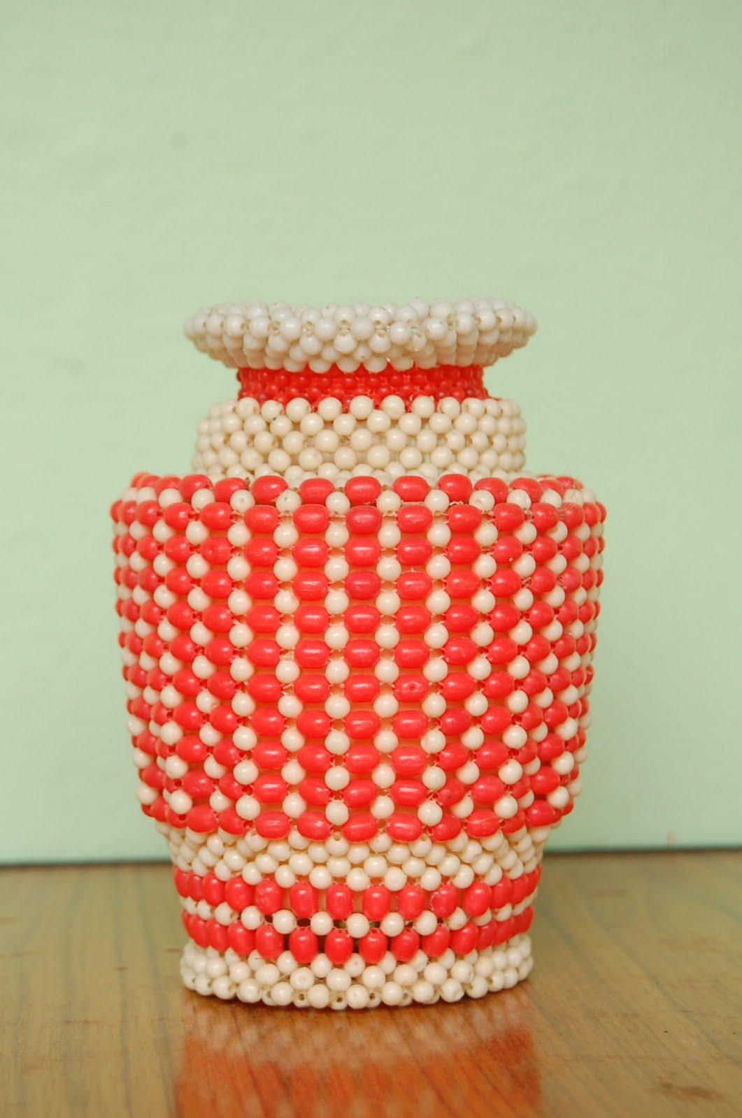 goligraphy flower vase in bead
