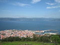 Porto do Son dende o monte Dordo