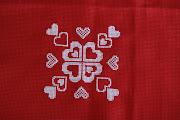 Inverti los colores del esquema original, eran corazones rojos sobre fondo . corazones