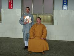 LaoShi Pablo Pérez junto a Da Shifu Shi Yong Kan.33º generación de maestros lohan deTempo  shaolin