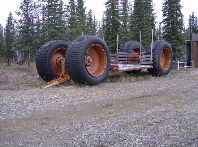 A truck to conquer Alaska : Letourneau LCC-1 sno train , Fort Wainwright,