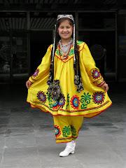 Kansantanssiperinteet elävät kukoistustaan Keski-Aasiassa