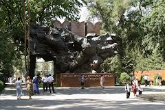 Suuressa isänmaallisessa sodassa kaatuneiden muistomerkki Almatyssä
