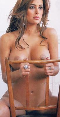 Desnuda Mostrando La Cola Sus Enormes Tetas Y Pezones Calientes En