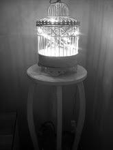 Fågelbur med lampa