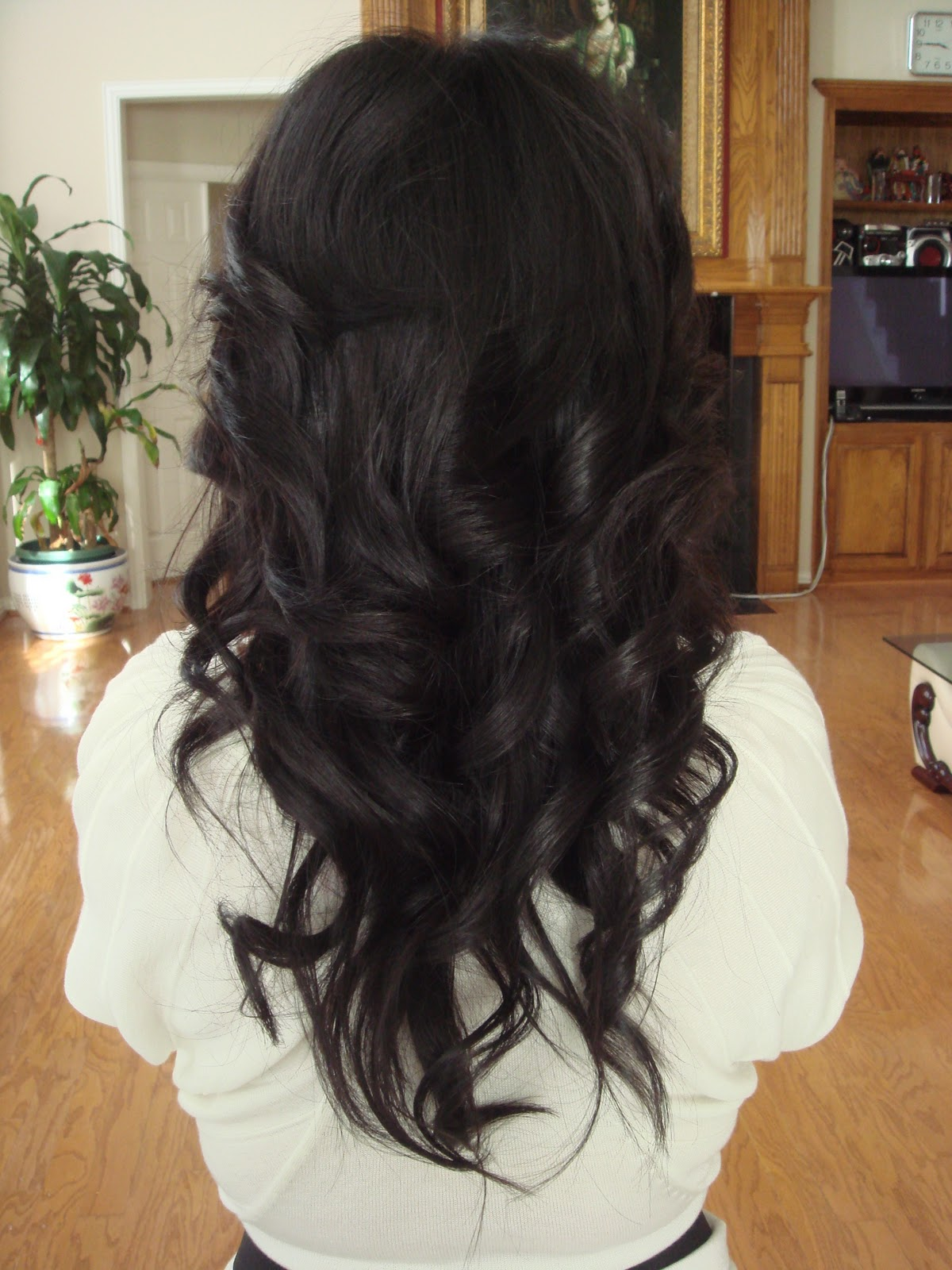 EmJustLikeYou: Curl Hair Using Your Straightener