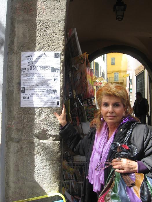 """Premiazione del concorso""""LA MIA SANREMO"""" Ketti mostra la locandina in via pal x la Mostra.. BRAVA!"""