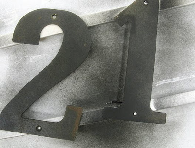 house numbers / before via FunkyJunkInteriors.net