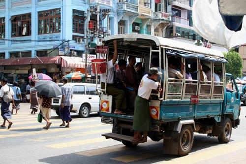 angkutan umum di yangon myanmar