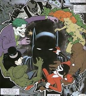 Batman acorralado por los villanos