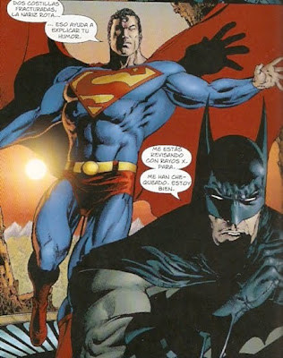 Superman chequeando a Batman