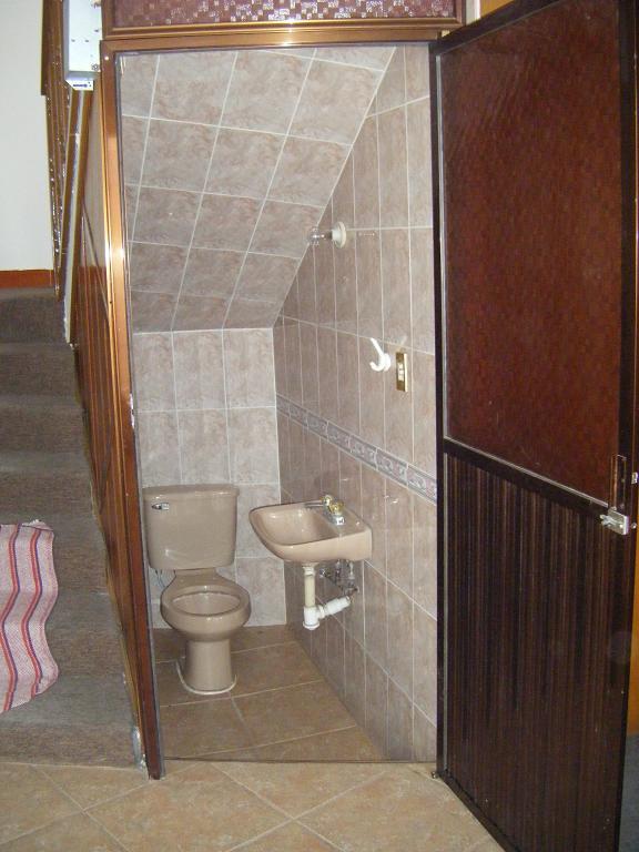 Construccion Baño Bajo Escalera:Comercializadora Conde: octubre 2010