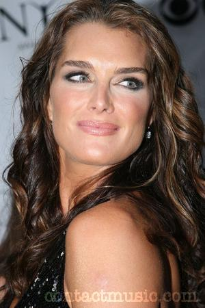 brooke_shields_5151653.jpg (300×450)