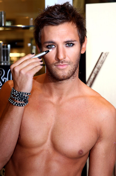 Man make-up! It's not just cover up on a zit- 1 in 7 guys in Britain wear